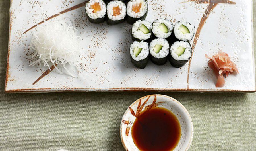 Hoso-maki-zushi (small sushi rolls)